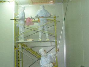 使用的活動鷹架外部使用防護膠膜包覆