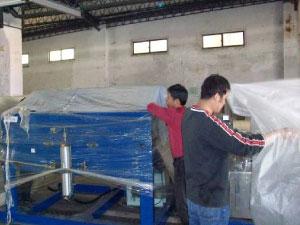 清潔前機台覆蓋塑膠袋