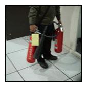 在高架地板清潔上臘前,需先將清潔範圍內的物品移開