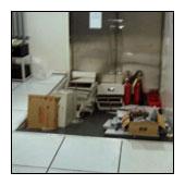 在高架地板清潔上臘前,搬移集中在一處的物品