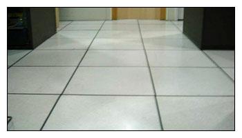 清潔施工前後完整比對-辦公室高架地板清洗上臘前