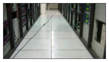 清潔施工前後完整比對-辦公室高架地板清洗上臘施工中