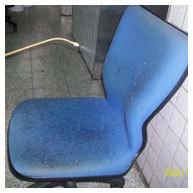 辦公椅清潔中-灑水